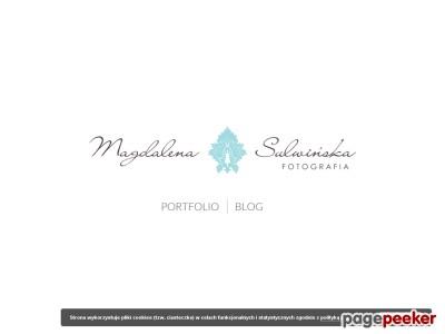 Magdalena Sulwińska jest profesjonalnym fotografem ślubnym działającym na terenie Olsztyna i okolic. Wykonuje ona eleganckie zdjęcia ślubne, zarówno w trakcie przygotowań, ceremonii, jak i zabawy weselnej. Oferuje również oryginalne sesje plenerowe dla młodych par. Wieloletnie doświadczenie w pracy fotografa sprawia, że tworzone fotografie wyróżniają się wysoką jakością i stanowią niezapomnianą pamiątkę.